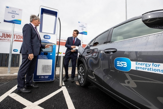 Nou impuls al vehicle elèctric amb els supercarregadors