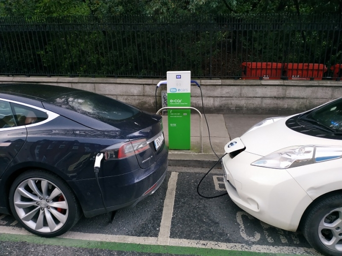 Boom del cotxe elèctric i expansió de punts de recàrrega