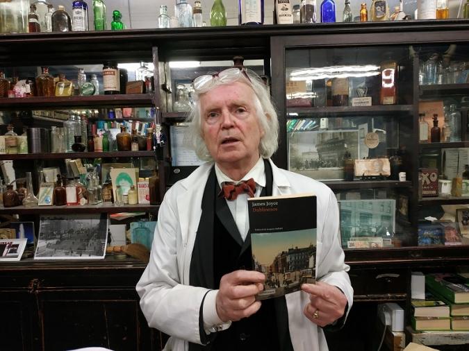 La joyciana farmàcia Sweny's ja té Dublinesos en català