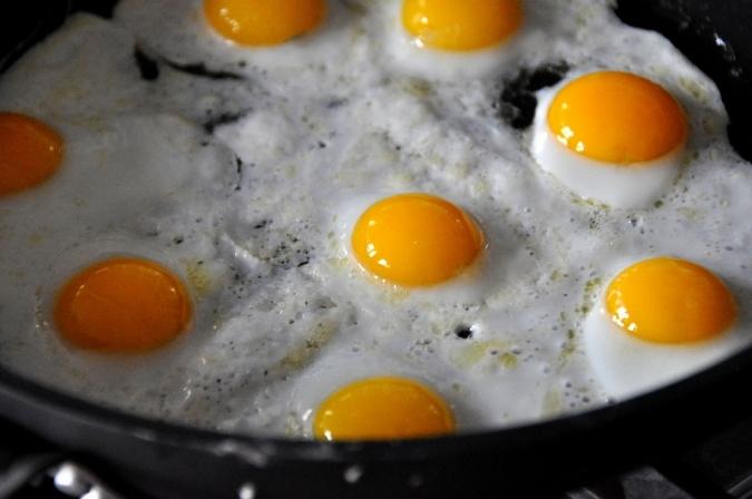 Repten el xef Ramsay a fer un ou ferrat amb mala mar