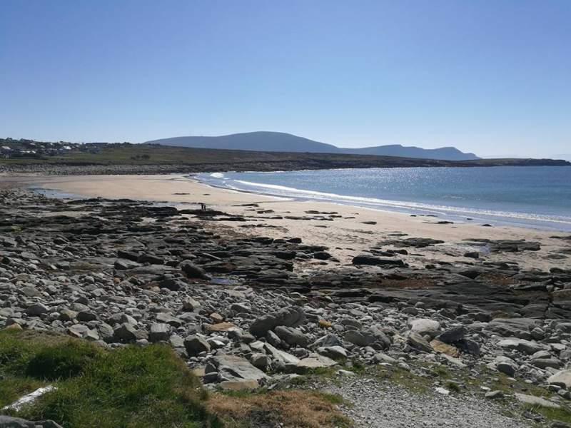 La Dooagh Beach d'Achill Island torna a desaparèixer