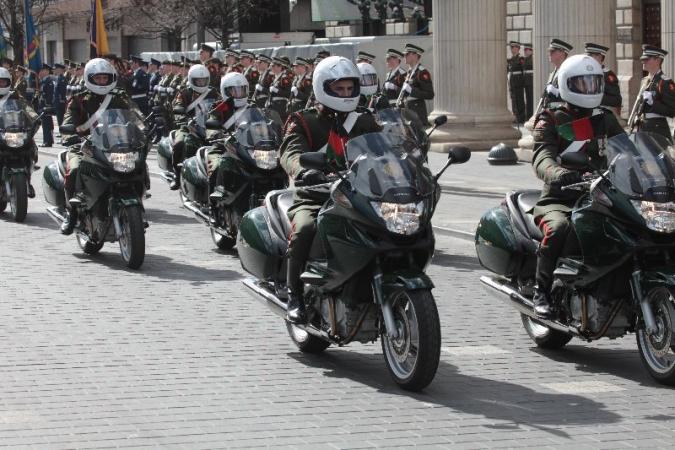 L'exèrcit no apuja salaris però compra moltes motos
