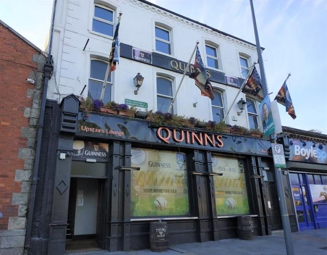 En venda el Quinn's, que donà nom a una parada de bus