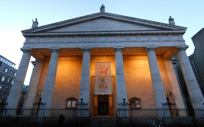 L'Església demana poder encabir més gent a les misses