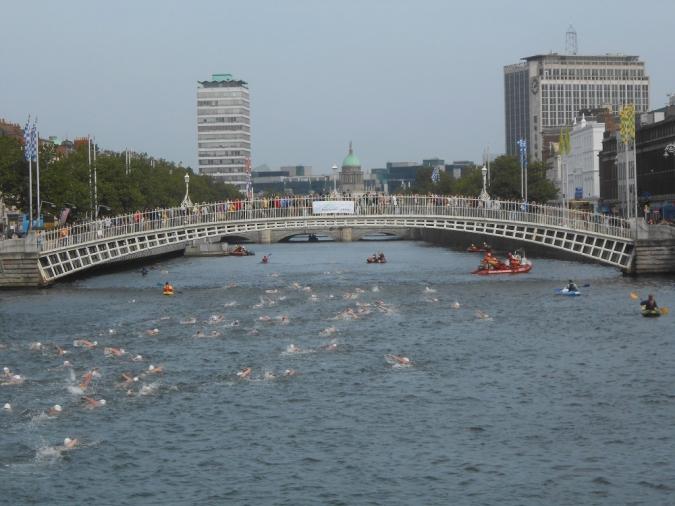 El tradicional Liffey Swim arriba a l'edició número 100