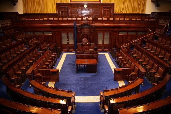 Límit de temps per a ministres en funcions no reelegits