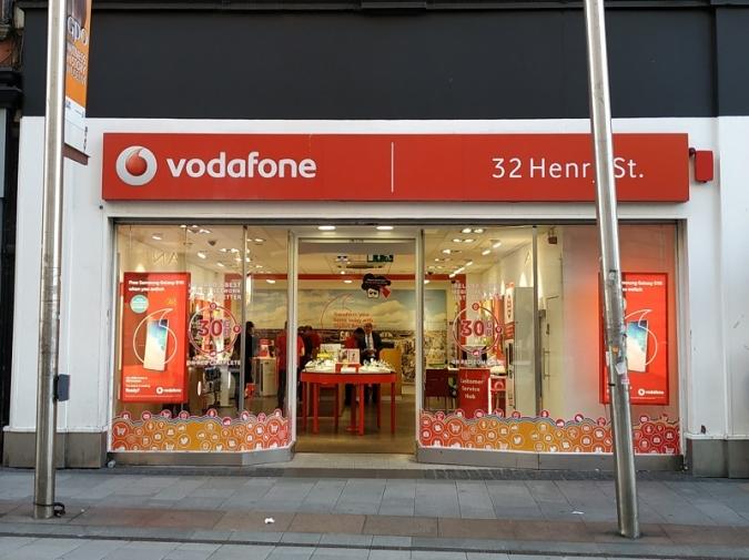 La gent gran amb Vodafone i els més joves amb Three