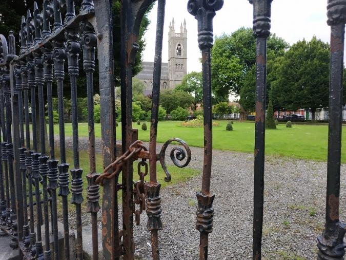 Germanes sense Misericòrdia amb els veïns del seu parc