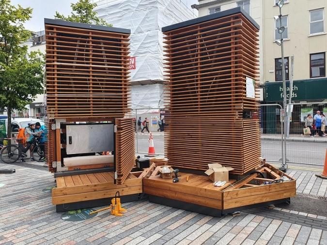 Cork instal·la uns arbres robot que s'empassen la pols